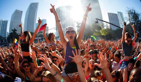 edm festival crowd